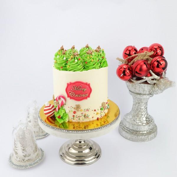 Weihnachtstorte Bäumchen Vanille Kuchen mit weißer Schokocreme